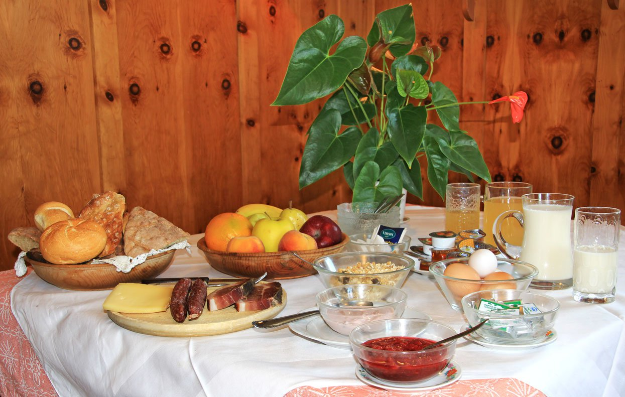 Farm holiday with breakfast - Gather new energies with cheese, speck and eggs